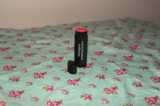 Neutrogena Revitalizing Lip Balm Tinted Healthy Blush